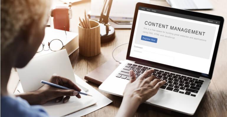 Hoe kan ik content management systemen het beste vergelijken?